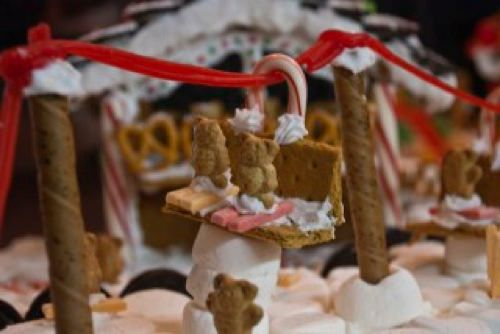 Gingerbread Houses 008